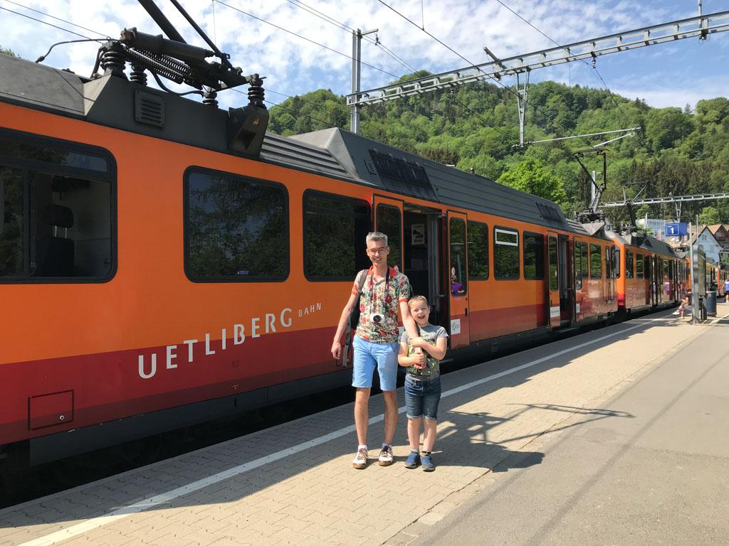Met de trein naar de Uetliberg.