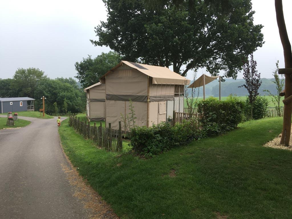 De Airlodge staat aan de rand van camping De Gulperberg, waardoor je vrij uitzicht hebt.
