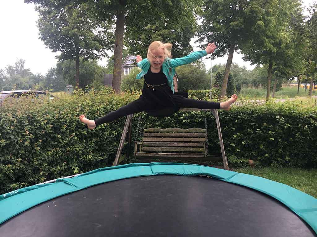De favoriet van mijn dochter is de trampoline