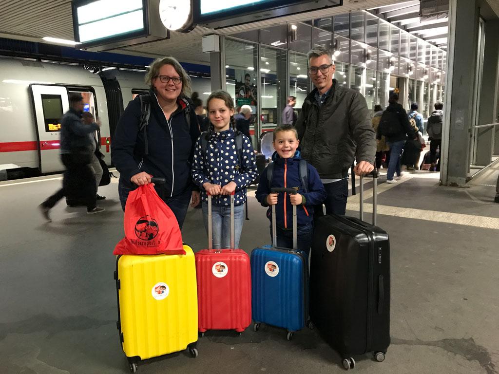De suitcasefamily kiest voor Interrailen met koffer.