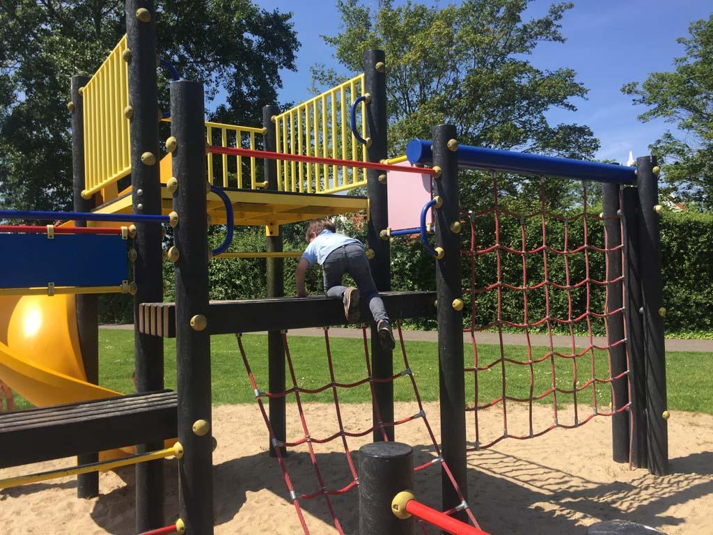 Op het park zijn heel veel leuke speeltuintjes.