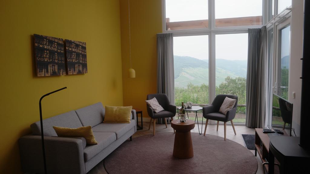 Vanuit de woonkamer is er direct zicht op het mooie landschap.