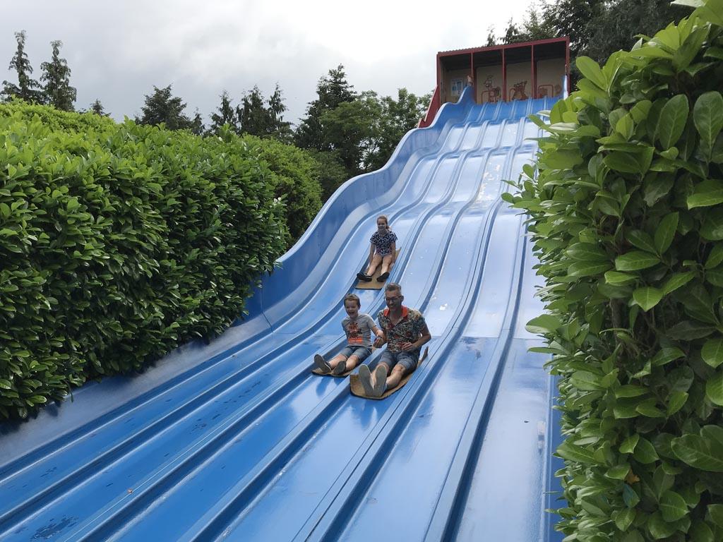 Qua attracties is het park een mix tussen speeltuin en pretpark.