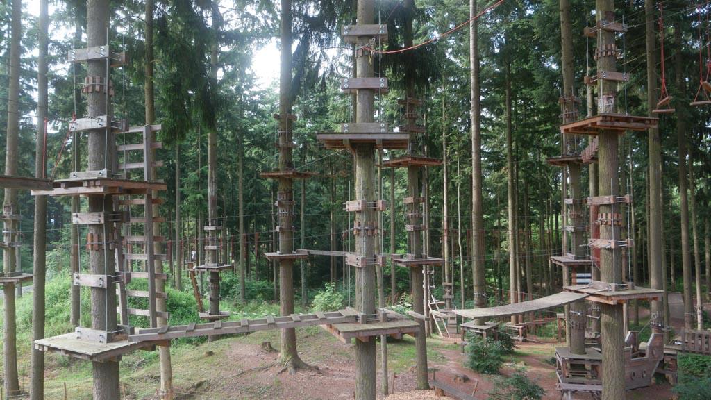 Adventure Forest, het klimpark vlakbij Landal Mont Royal.