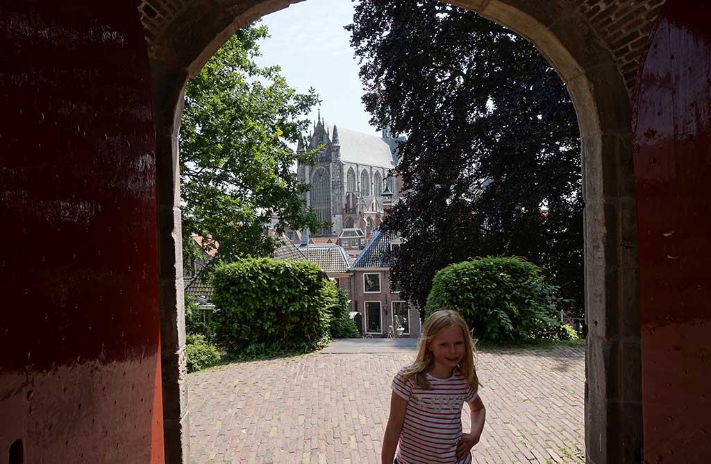 De burcht is een prachtige groene plek in hartje Leiden
