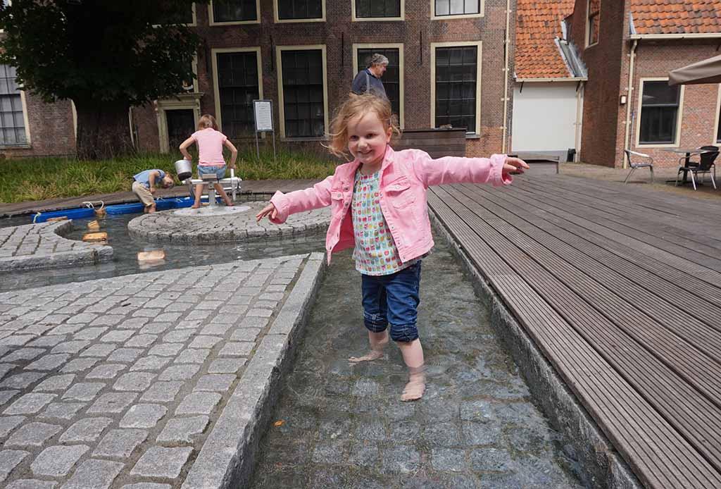 De waterspeelplek is voor onze jongsten het hoogtepunt van het museum