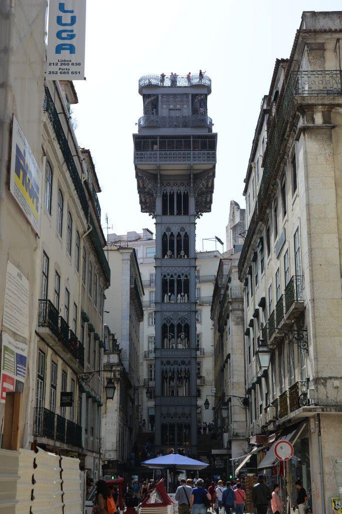 De bekende lift Elevador da Santa Justa