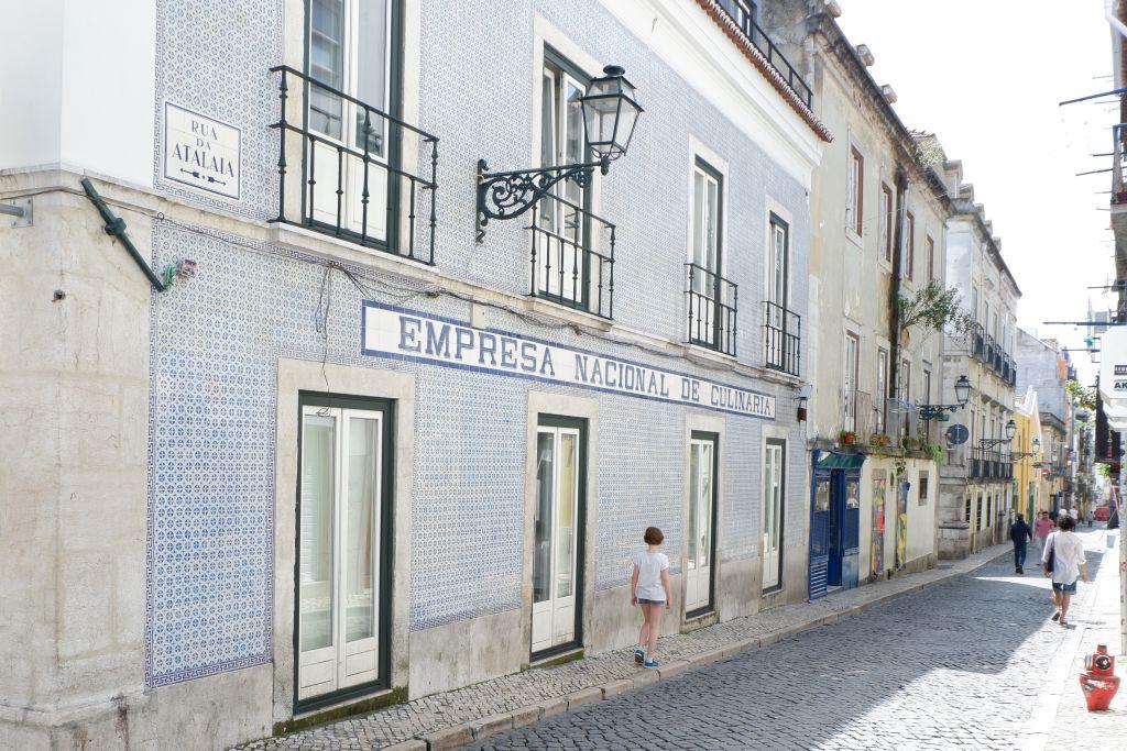 Wandelen door de straten van Bairro Alto