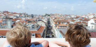 Uitzicht op de stad Lissabon vanaf de Arco da Rua Augusta