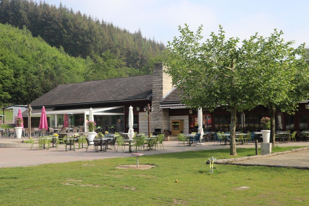Restaurant met terras.