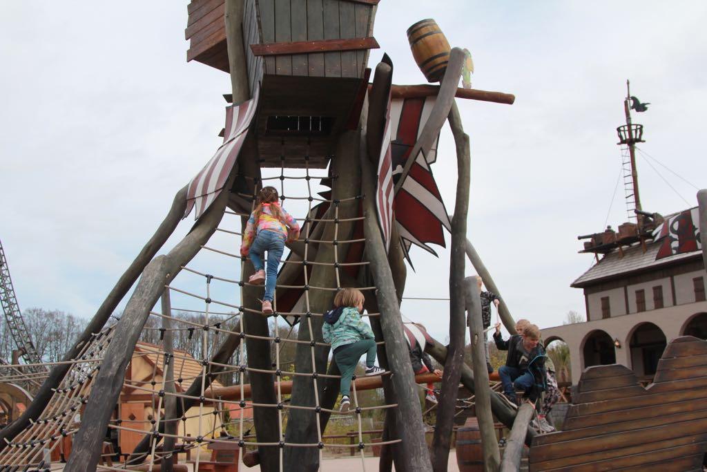 Klimmen naar het kraaiennest in Piratland.