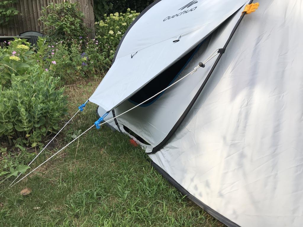 De Fresh & Black tent heeft ventilatiemogelijkheden, net als de andere geteste tenten.