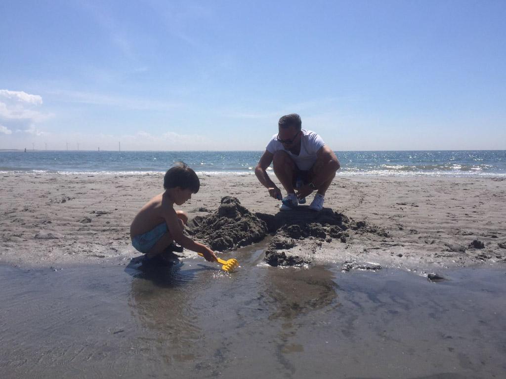 Eindeloos spelen en zandkastelen bouwen.