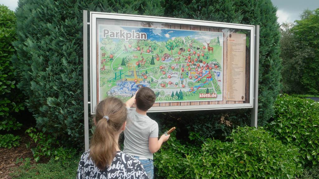 Op het parkplan kijken wat voor leuks er te doen is bij Wild- und Freizeitpark Klotten.
