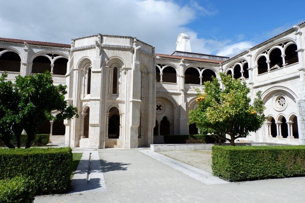de binnentuin van het klooster van Alcobaça