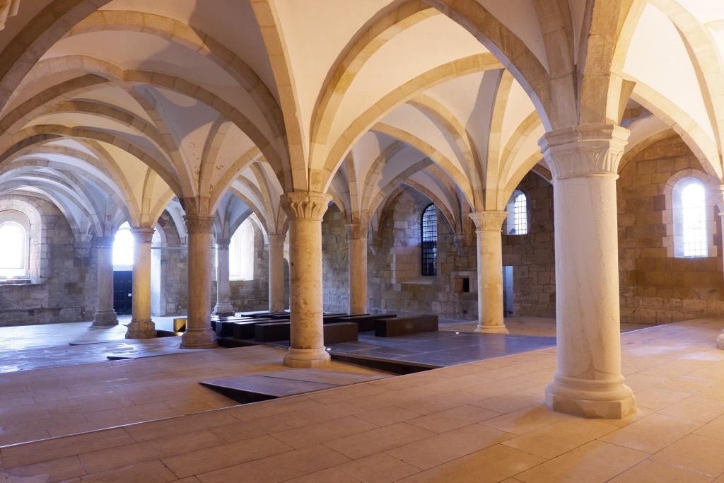 De gotische bouwstijl is typerend voor dit klooster