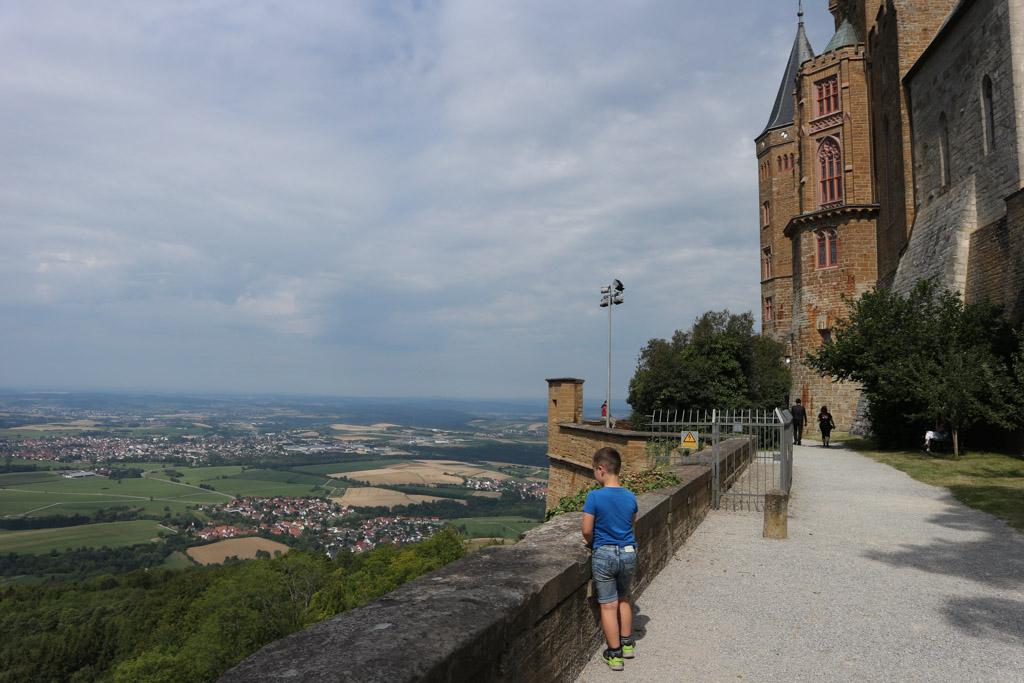 Vanaf Burg Hohenzollern kun je ontzettend ver kijken.