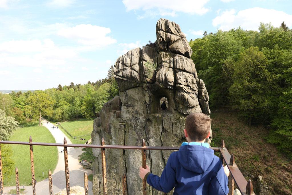 Niet de hele rotsformatie is te beklimmen.