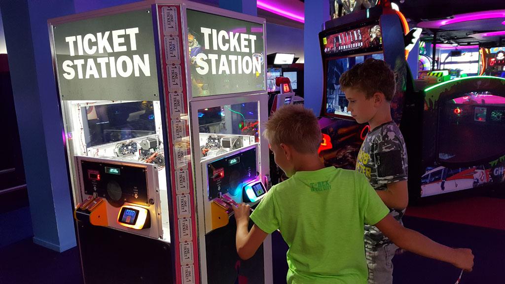 De ticketautomaat waar je de gewonnen tickets kunt verzilveren voor punten.