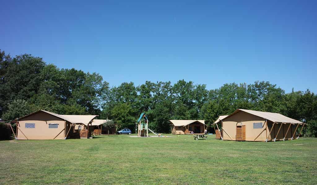 Het veld de 'Wieken' met 4 glamping safaritenten