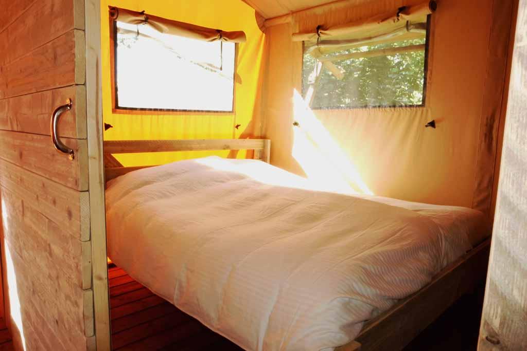 De ouderslaapkamer met 2 persoonsbed