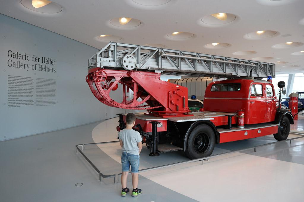 Auto's van hulpdiensten spreken bij de kinderen altijd tot de verbeelding.