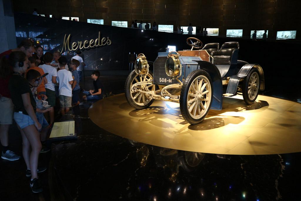 De eerste Mercedes auto.