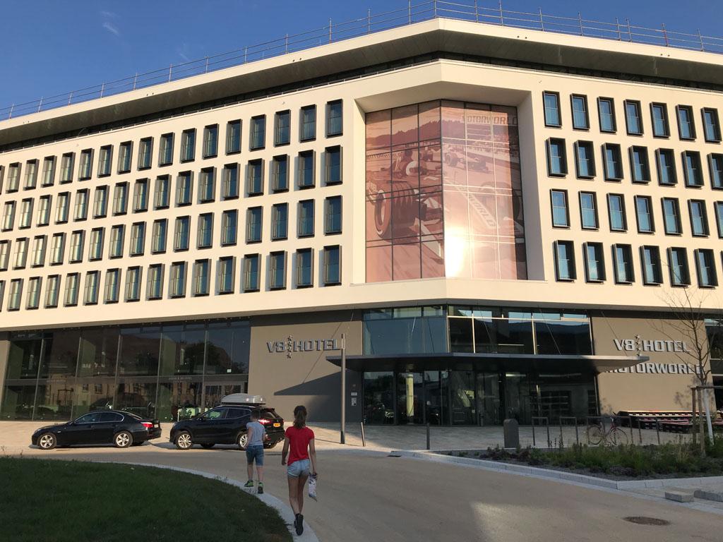 Het nieuwe gebouw van V8 Hotel Motorworld in Böblingen is in het voorjaar van 2018 geopend.