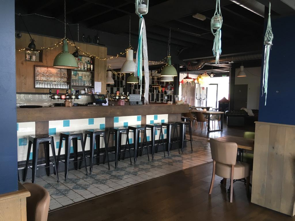 De bar van restaurant Woodz