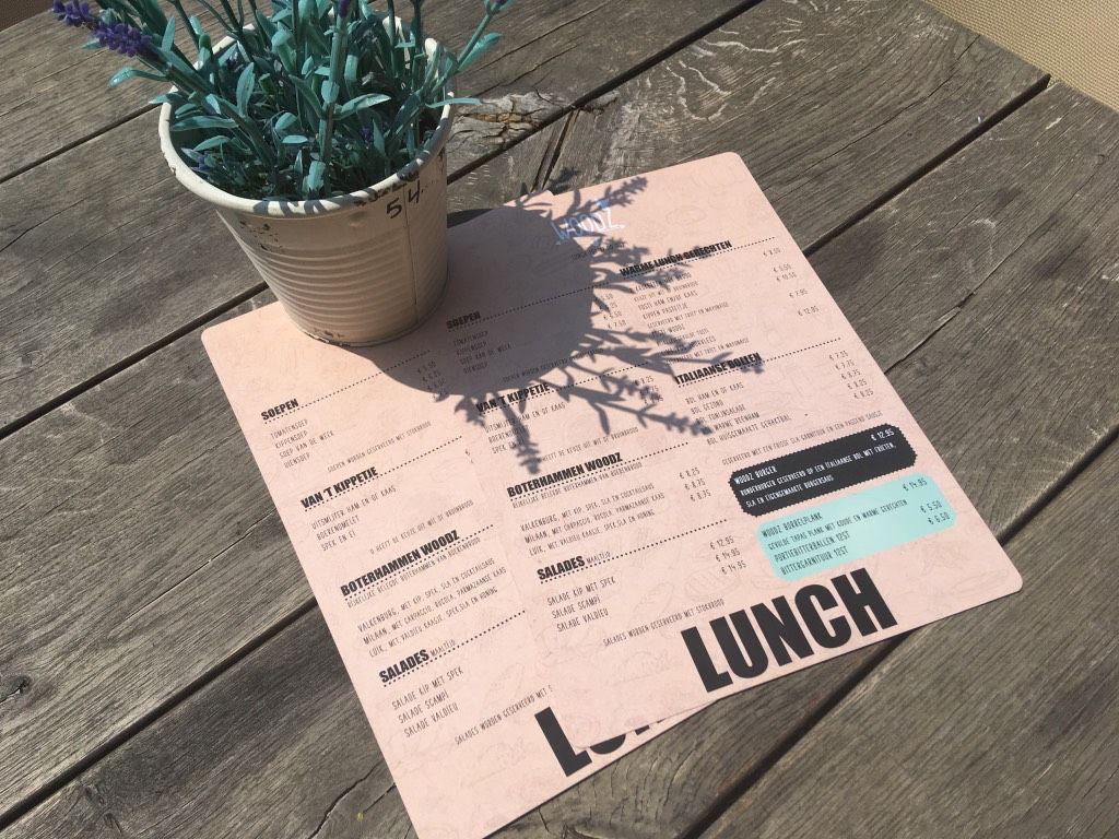 De lunchkaart van restaurant Woodz