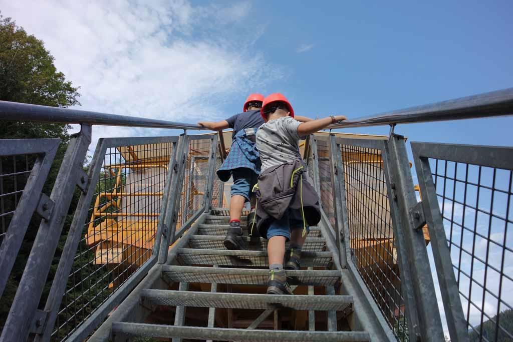 We hebben zelfs een trap nodig om in de Hauly te klimmen