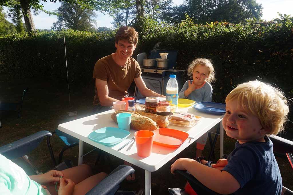 Ontbijten in de zon is een goed begin van de dag