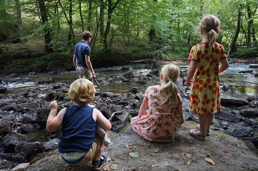 Bij Site Corot is het heerlijk spelen in het riviertje