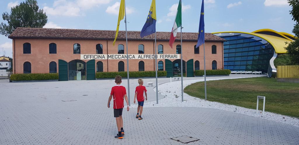 Het Enzo Ferrari Museum in Modena.