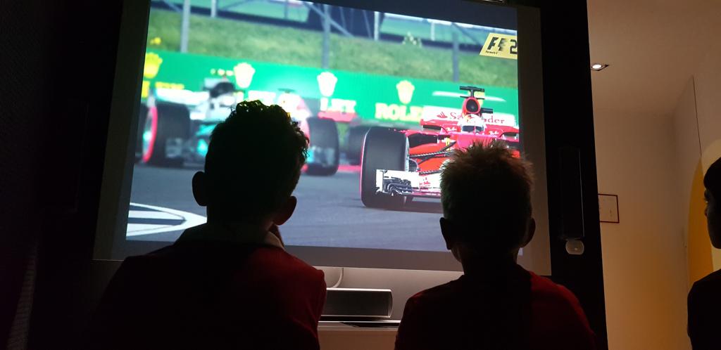 In het Enzo Ferrari Museum in Modena wordt een film vertoond met alle successen van Ferrari.