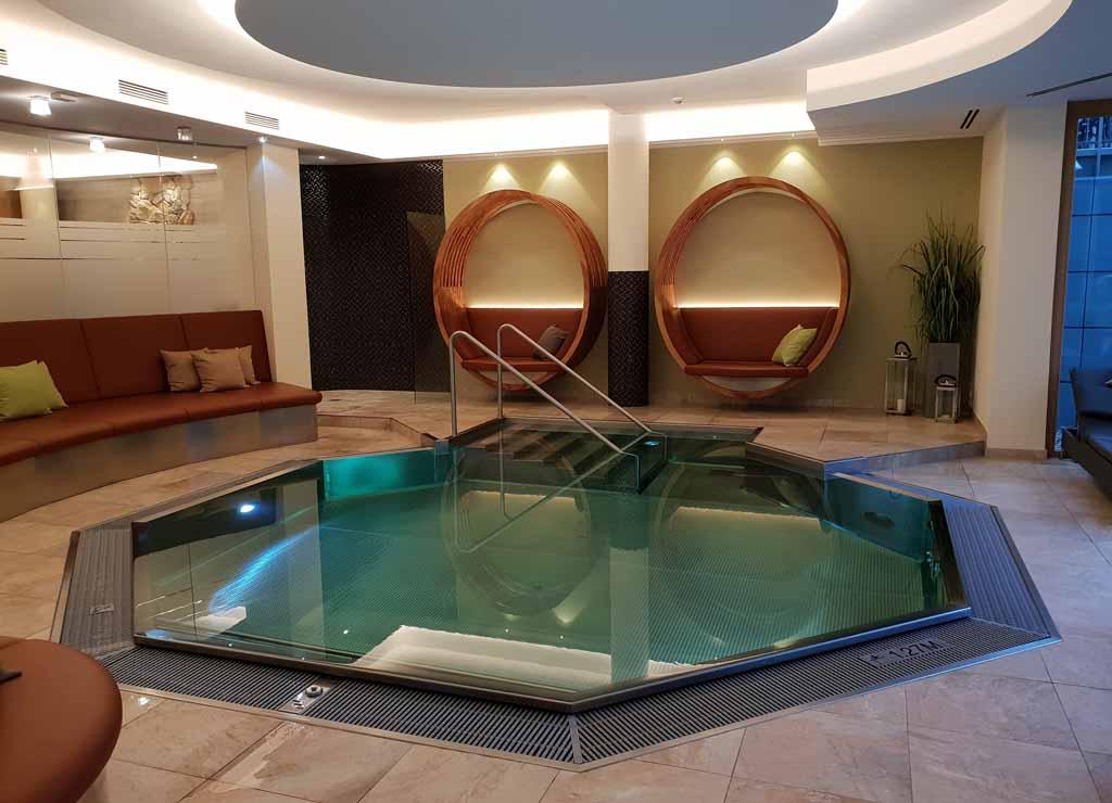 Het zwembad is klein maar fijn, hoewel de kinderen dit geen echt zwembad vinden
