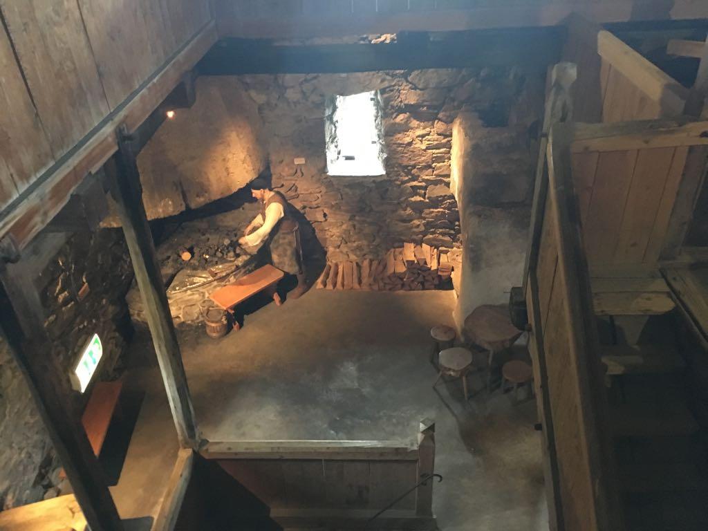 Boven in de toren in een van de vele kamers.