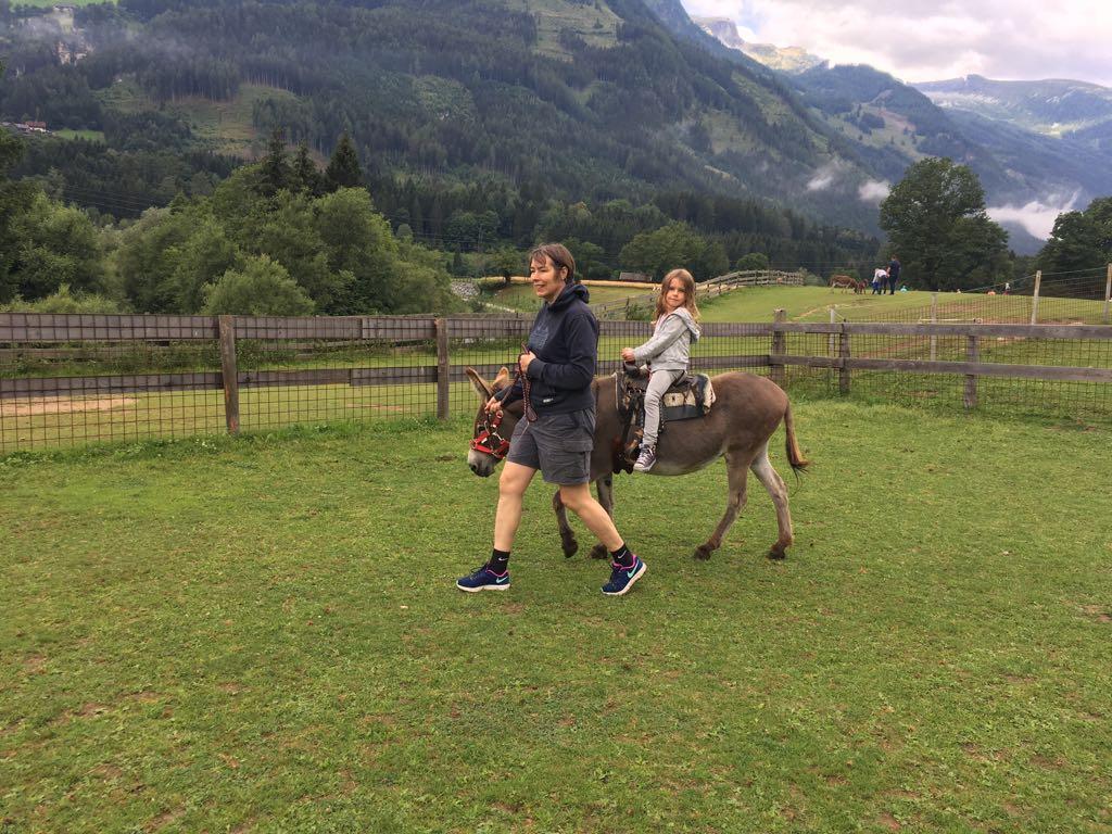 Natuurlijk een ritje op een ezel maken.