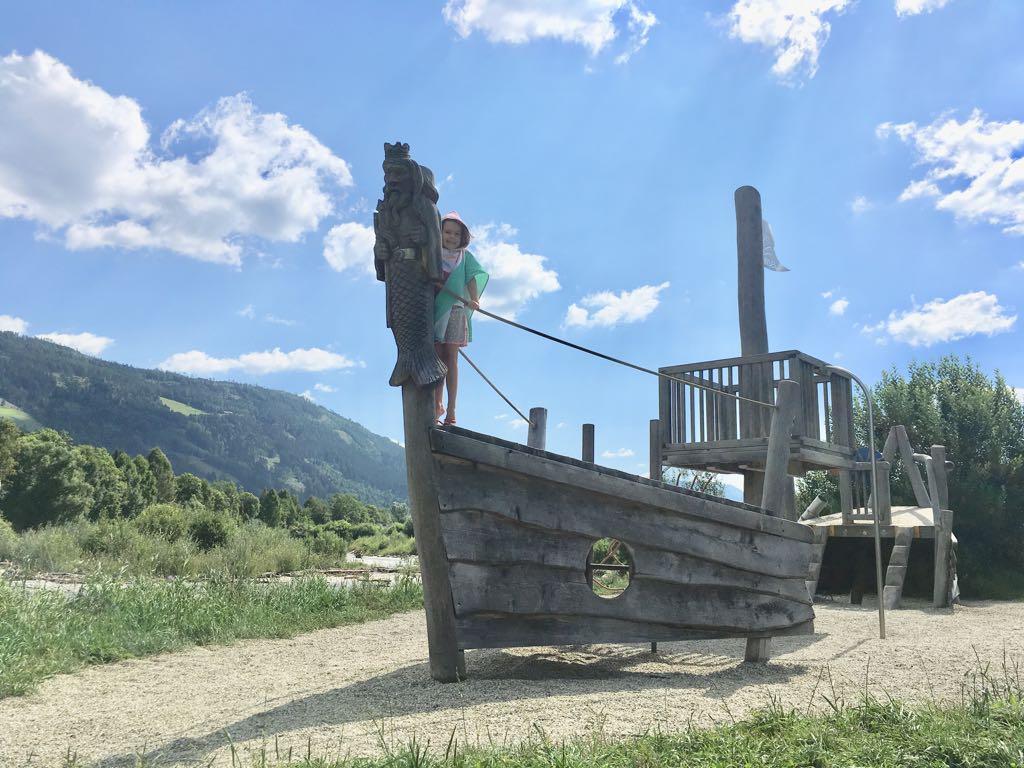 De speelboot bij Murinsel.