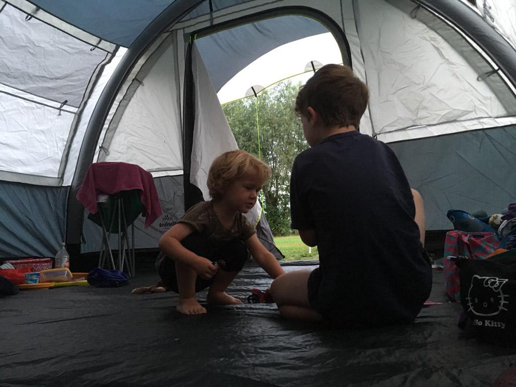 Genoeg speelruimte in onze grote tent.