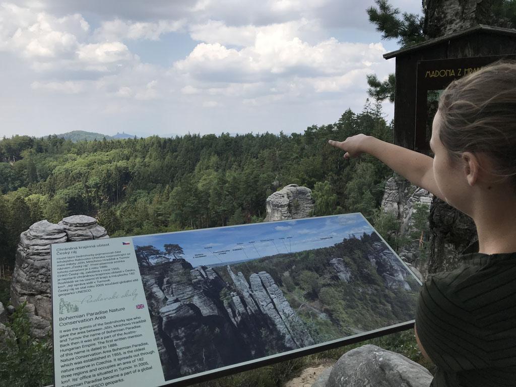 In de verte zien we een andere berg waar we eerder tijdens onze reis zijn geweest.
