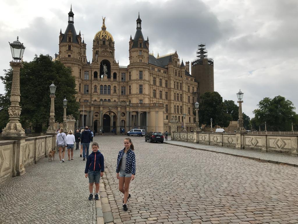 We gaan het kasteel van Schwerin nu van binnen bekijken.