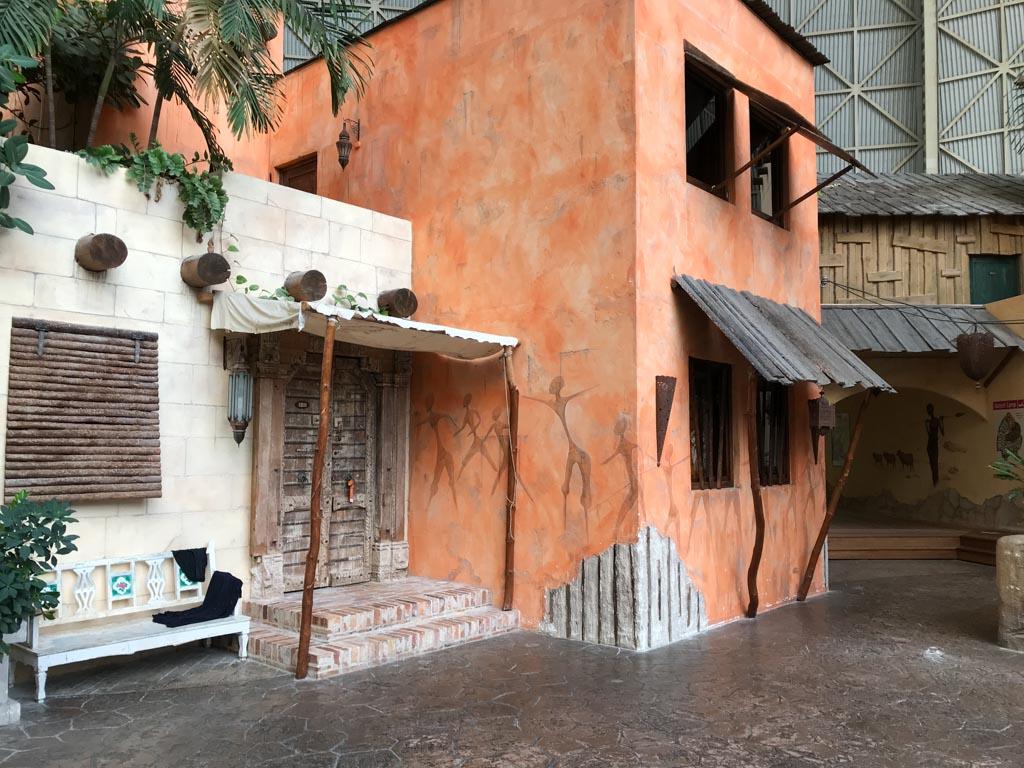 Overal zijn subtiel en sfeervol de accommodaties van Tropical Islands Resort verwerkt.