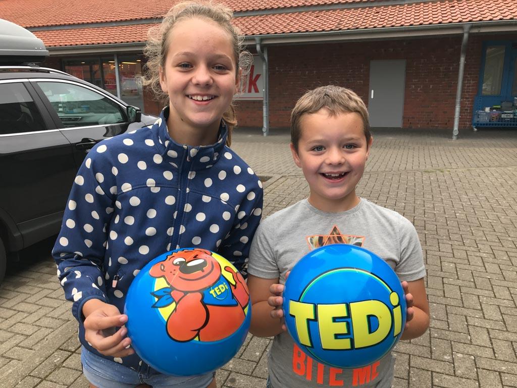 Hun vakantie kan niet meer stuk na de aanschaf van twee TEDi-ballen.