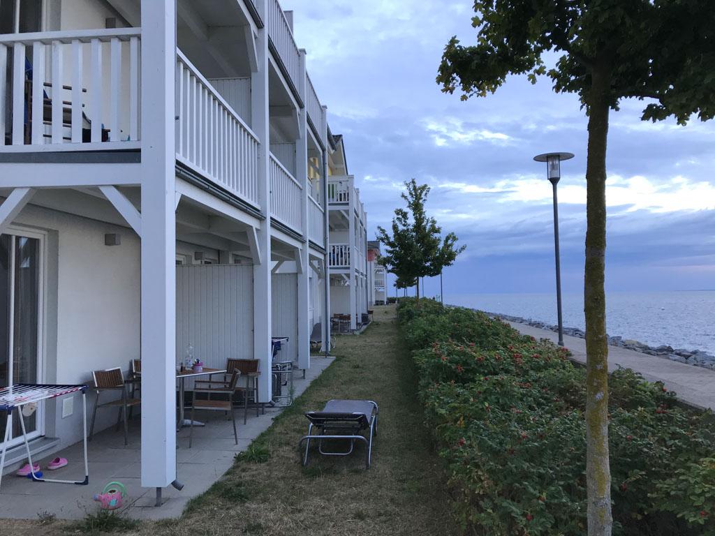 De appartementen aan de zeekant. Vanuit de woonkamer zien we de Oostzee.