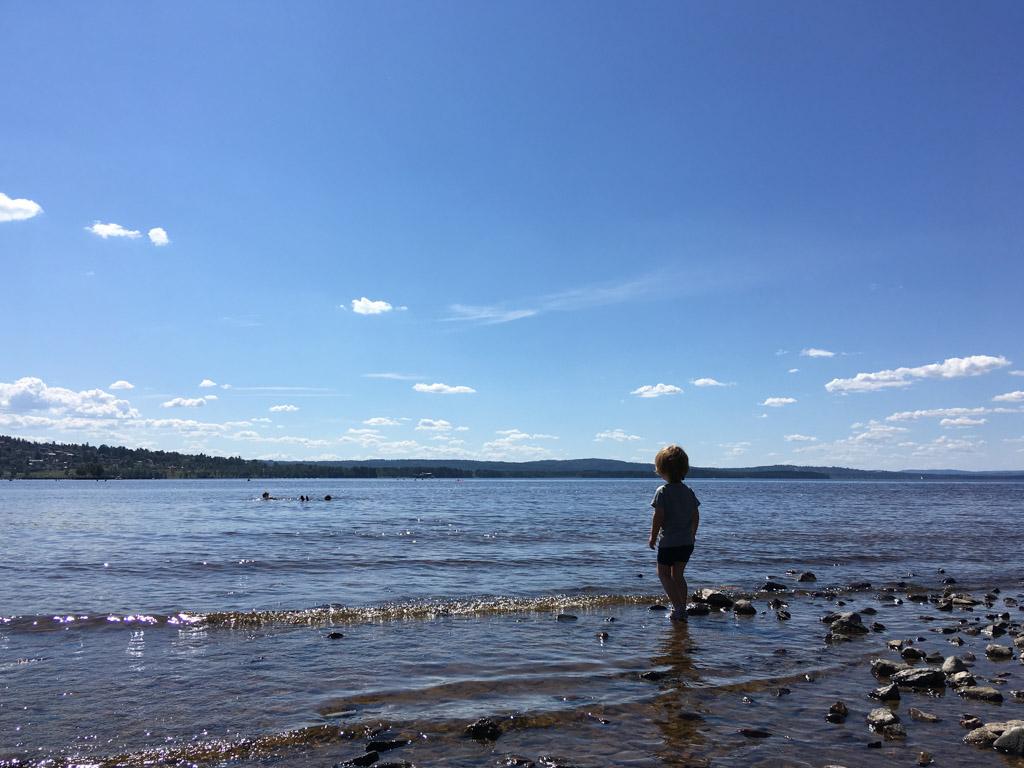 Het meer van Rätvikk. Ook hier is het weer prachtig.