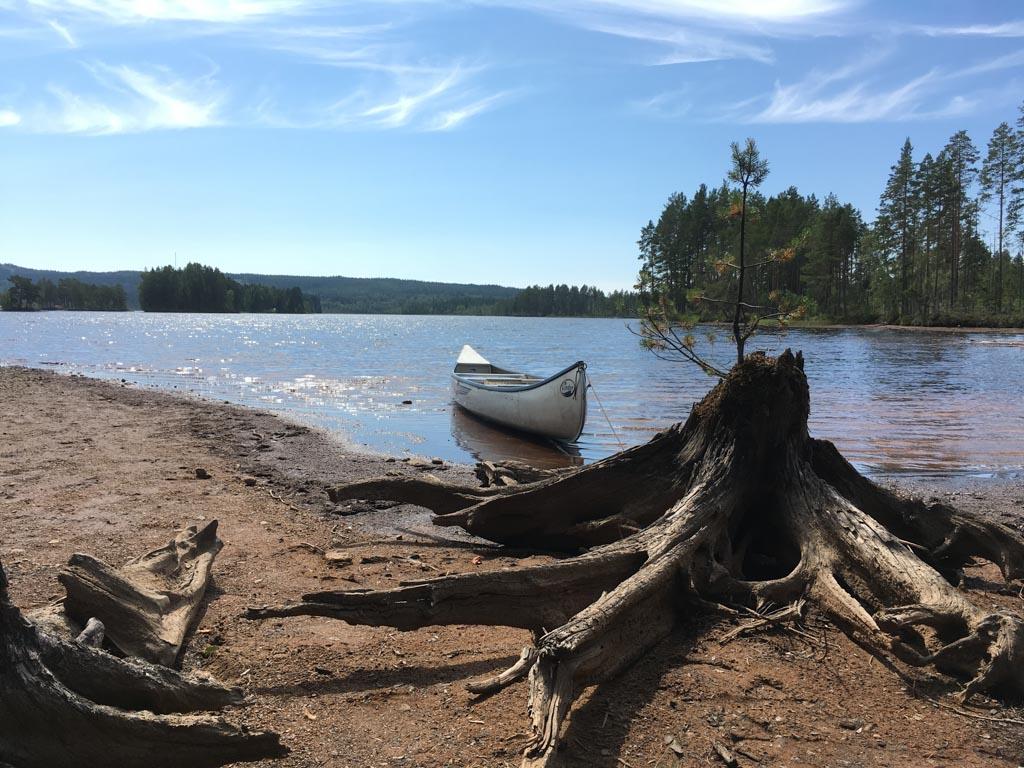 Zweden, het land van meren en bossen. Door het mooie weer genoten wij volop van al dat water.