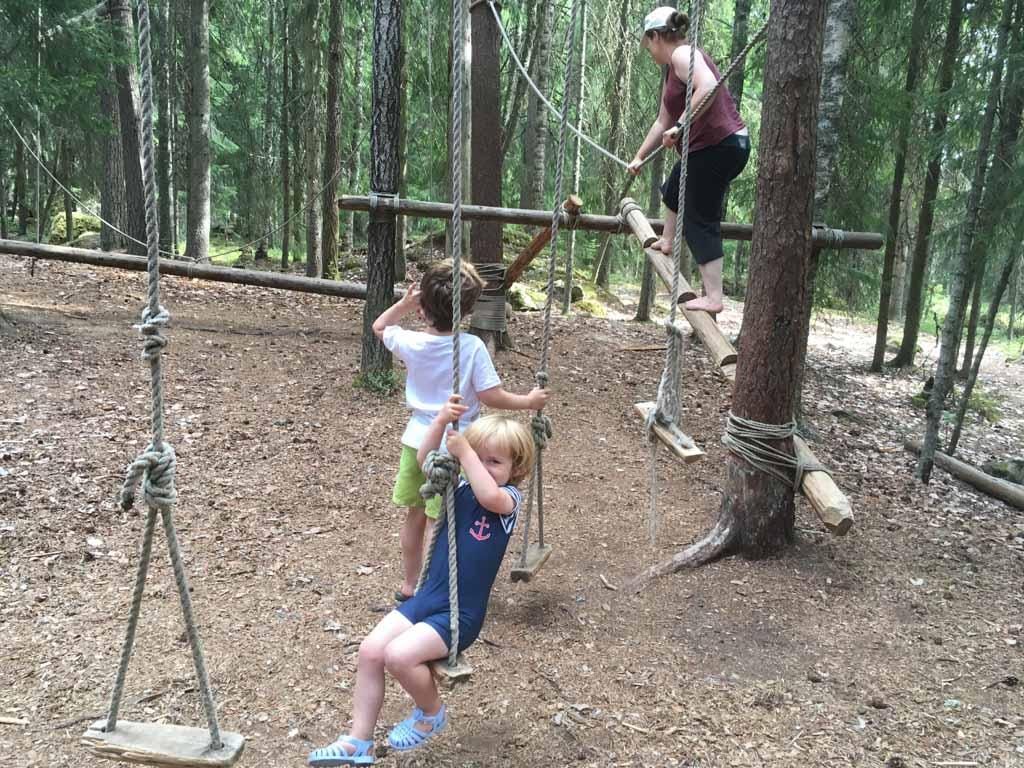 Een klimpark op een bebost schiereiland; ook leuk voor mama's.