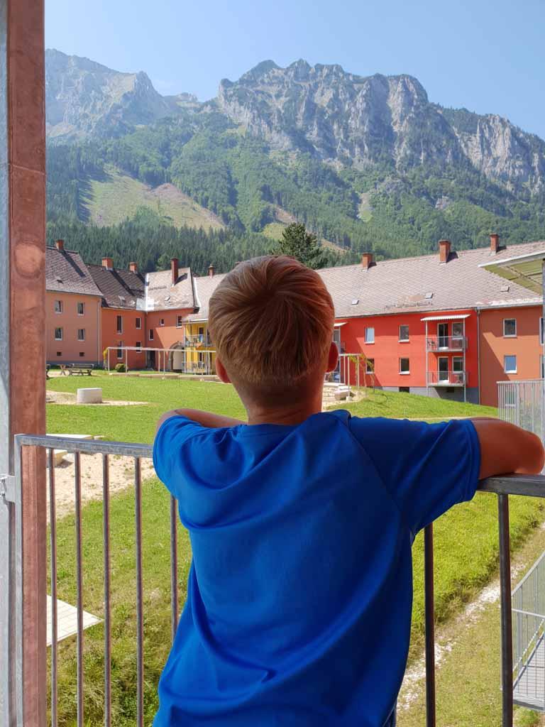 Het uitzicht vanaf het balkon is net een schilderij