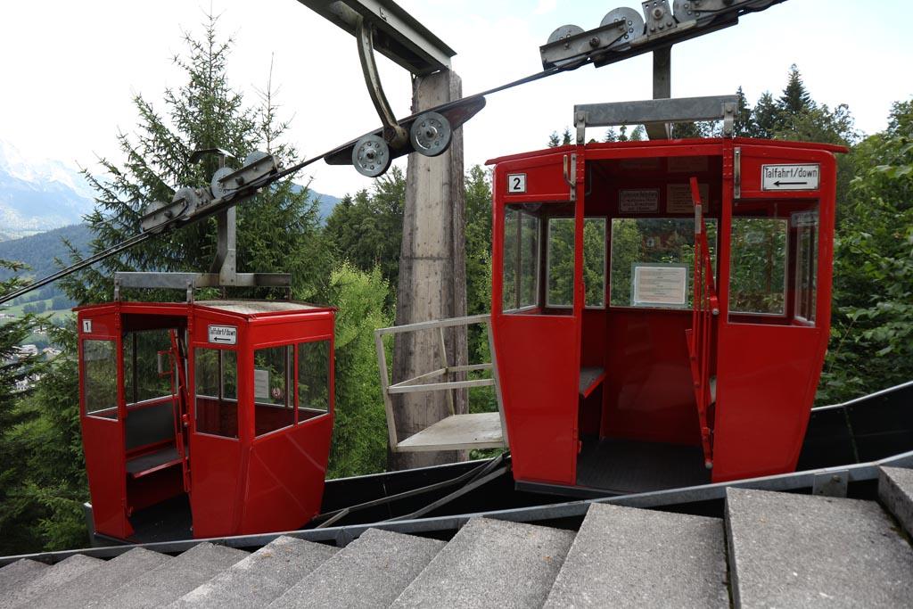 De Obersalzbergbahn brengt ons naar boven.